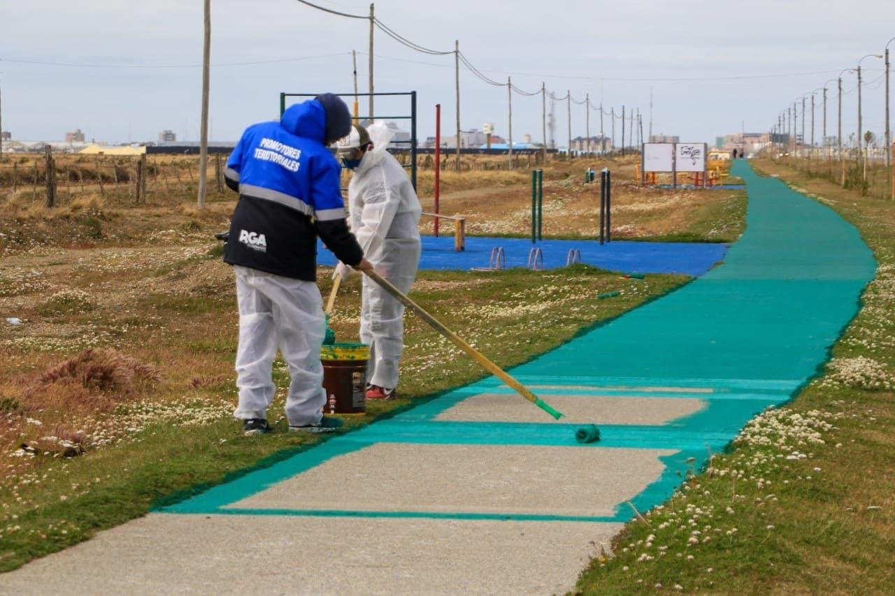 Se realizan trabajos de embellecimiento en la bicisenda de la zona Aeropuerto